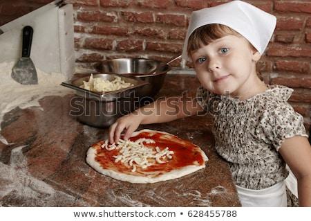 Klein handen pizza vers veel groenten Stockfoto © gewoldi