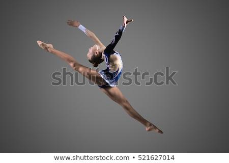 fitt · egészséges · fiatal · táncos · nyújtás · póz - stock fotó © godfer