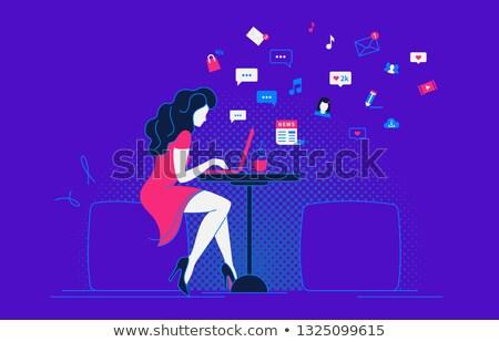 nő · küldés · szöveges · üzenet · mobiltelefon · közelkép · szöveges · üzenetek - stock fotó © monkey_business