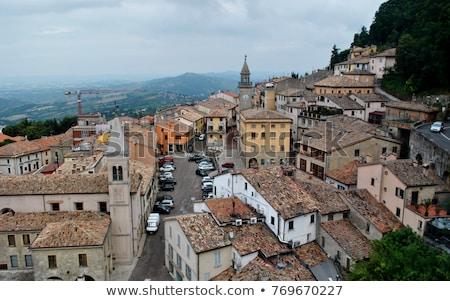 San Marino widoku wzgórza domu dziedzinie gospodarstwa Zdjęcia stock © gemenacom