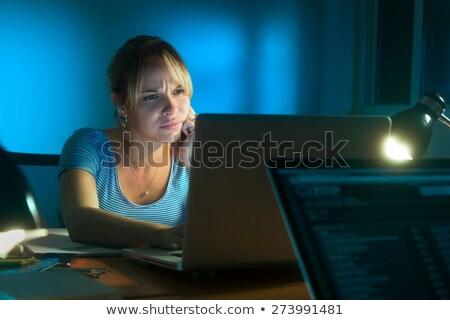 女性 · 頭痛 · 遅い · 1泊 · 若い女性 · 作業 - ストックフォト © diego_cervo