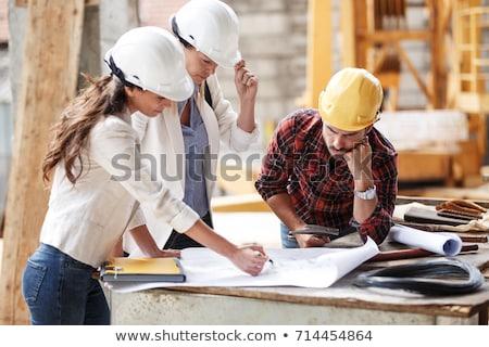 Vrouwelijke bouwvakker bouwplaats hout bouw home Stockfoto © feverpitch