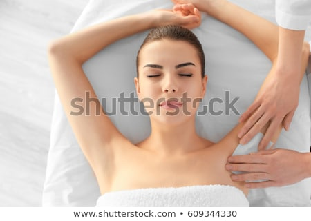 Ontharing vrouwelijke oksel hand glimlachend wax Stockfoto © AndreyPopov