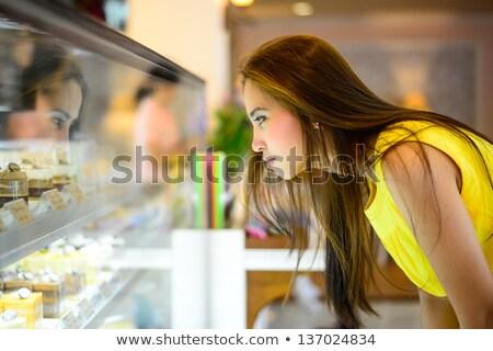 女性 新鮮な クッキー ベーカリー 市場 笑みを浮かべて ストックフォト © Kzenon