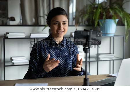 Câmera vídeo blogger fones de ouvido blogging pessoas Foto stock © dolgachov