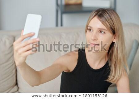 черную женщину глядя камеры гостиной черный Lounge Сток-фото © wavebreak_media