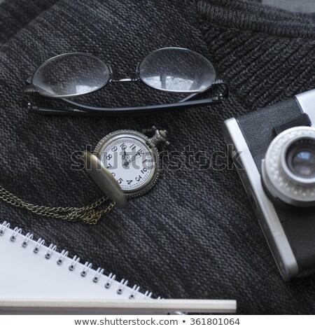 mannelijk · spullen · reizen · horloge · zonnebril - stockfoto © nessokv