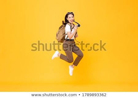 Surpreendente mulher jovem fotógrafo foto caminhada rua Foto stock © deandrobot