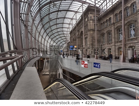 Gare modernes verres ciel ville design Photo stock © Givaga