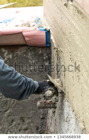 Csempe munkás jelentkezik cement medence építkezés Stock fotó © feverpitch