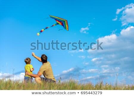 Foto stock: Feliz · pai · filho · voador · pipa · juntos