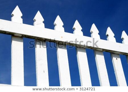 blanche · clôture · ciel · bleu · maison · maison · modèle - photo stock © latent