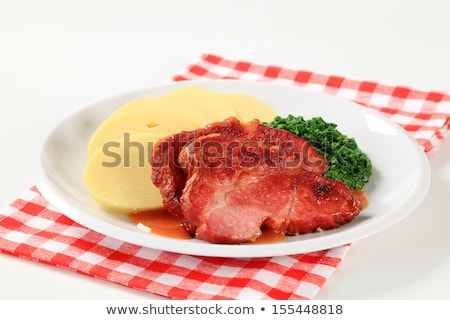 Fumado carne de porco pescoço batata espinafre panela Foto stock © Digifoodstock