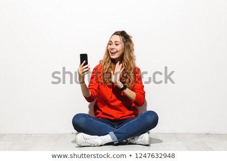 Foto ottimista donna 20s sorridere video Foto d'archivio © deandrobot