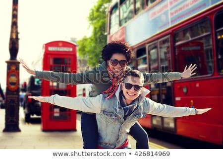 Gelukkig vrienden Londen straat reizen toerisme Stockfoto © dolgachov