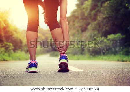 Vrouw runner houden sport gewond knie Stockfoto © Lopolo