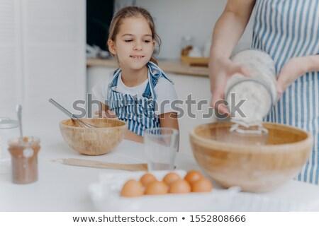 Ciekawy dziewczynka mama ciasto gotować Zdjęcia stock © vkstudio