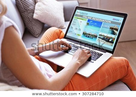 Donna prenotazione vacanze online modello laptop Foto d'archivio © photography33