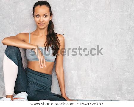 肖像 · 若い女性 · スポーツウェア · 立って · 白 · フィットネス - ストックフォト © wavebreak_media