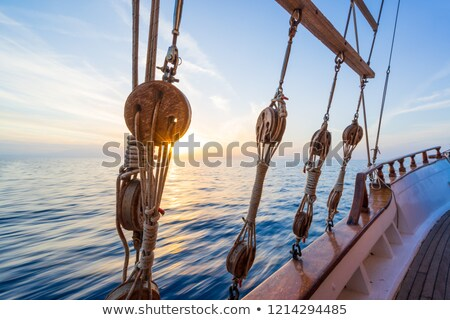 zeilboot · houten · mariene · touwen · traditioneel - stockfoto © alphababy