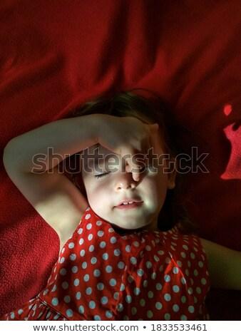 Sorridente pequeno menina cobertor mão Foto stock © przemekklos