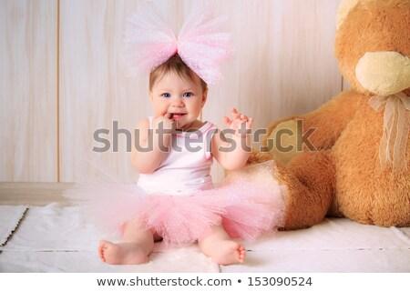 Stok fotoğraf: Küçük · kız · doğum · günü · doğum · günü · partisi · ahududu · kek