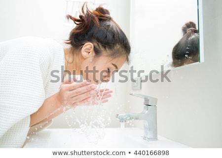 Vrouw wassen douche hand zeep permanente Stockfoto © IS2