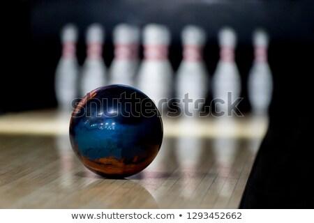 Bowling topu oda bir beyaz kırmızı Stok fotoğraf © make