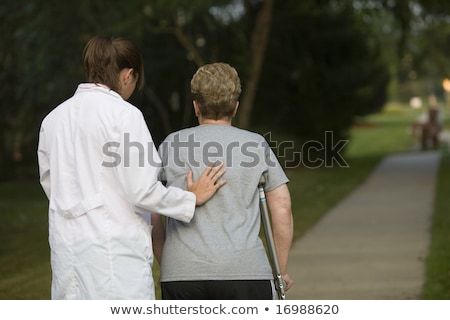 Stockfoto: Arts · helpen · vrouwelijke · patiënt · rugpijn