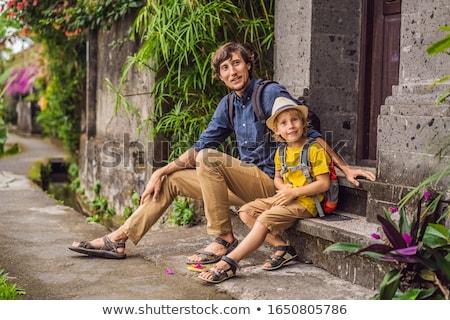 Apa fia turisták Bali keskeny kényelmes utcák Stock fotó © galitskaya