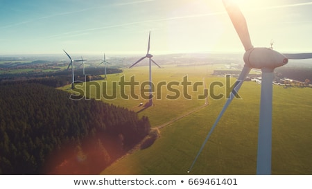 Szélturbinák mező vidéki gyönyörű égbolt zöld Stock fotó © filmstroem