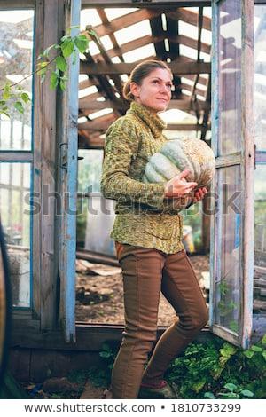 ストックフォト: 若い女性 · 立って · 温室 · 女性 · 幸せ · 肖像