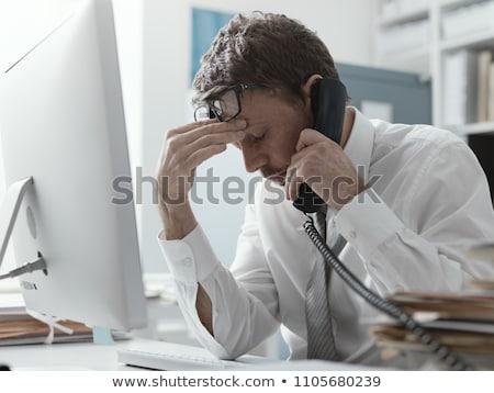 Homme téléphone yeux détresse shirt Photo stock © Hofmeester