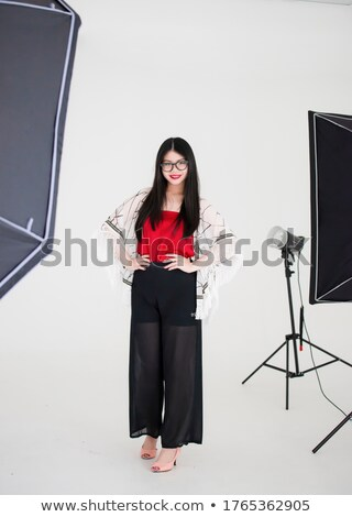 dość · młoda · kobieta · stałego · studio · Spotlight · portret - zdjęcia stock © deandrobot