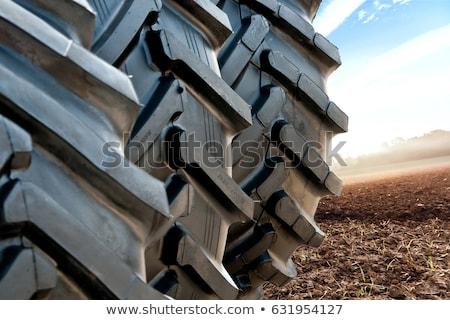Marca novo trator pneu pormenor Foto stock © stevanovicigor