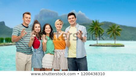 счастливым друзей вызывать рукой знак путешествия Сток-фото © dolgachov