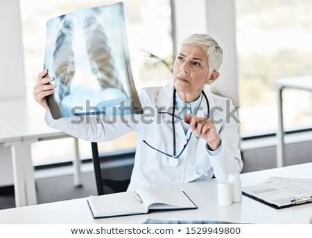 genç · kadın · doktor · radyolog · oturma · klinik - stok fotoğraf © photography33