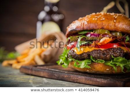 Gustoso cheeseburger primo piano carne pomodoro lattuga Foto d'archivio © zhekos
