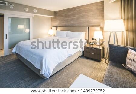 Luxo interior quarto de hotel elegante serviço copos de vinho Foto stock © photocreo