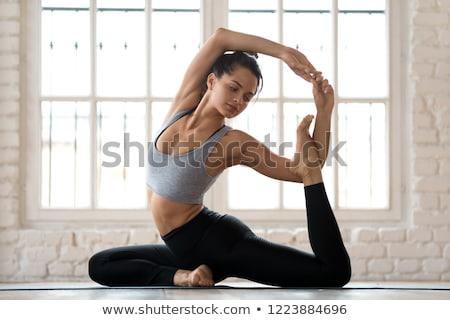 Kadın yoga kız çim gün batımı doğa Stok fotoğraf © DTKUTOO