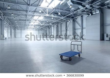 Stoccaggio cart piano magazzino scatole dietro Foto d'archivio © wavebreak_media