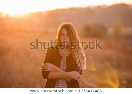 Fille Coucher Du Soleil Sautant Mer Femme