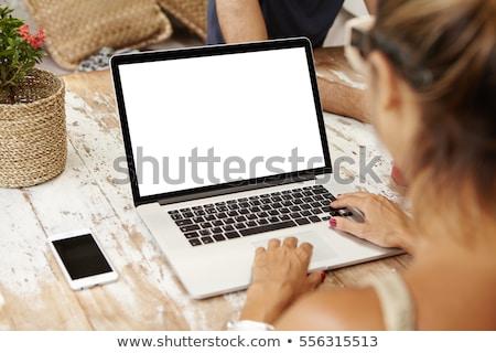 ビジネス · ニュース · ノートパソコン · 画面 · クローズアップ · 3D - ストックフォト © tashatuvango