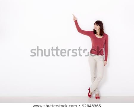 mooie · vrouw · wijzend · mooie · jonge · vrouw · permanente - stockfoto © nyul