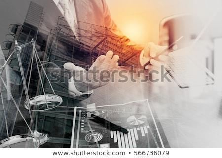 férfi · ügyvéd · bíró · dolgozik · okostelefon · mérleg - stock fotó © Freedomz