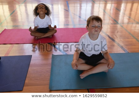 Concentreren schoolkinderen yoga mediteren Stockfoto © wavebreak_media