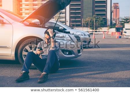 Man kapotte auto roepen smartphone weg reis Stockfoto © dolgachov