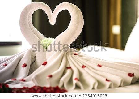güzel · bir · kadın · beyaz · havlu · kırmızı · kalp · güzel - stok fotoğraf © pekour