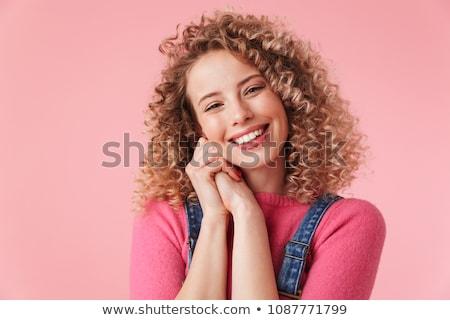sarışın · genç · kız · kıvırcık · saçlı · bakıyor · kamera · taze - stok fotoğraf © carlodapino
