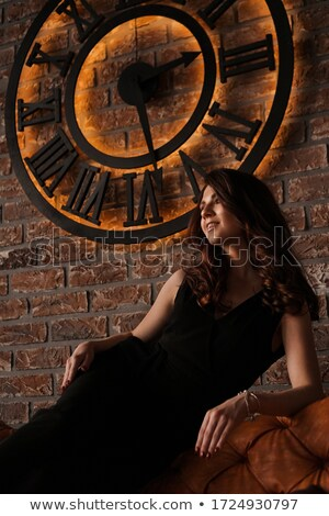 mulher · loira · despertador · retrato · atraente · surpreendido - foto stock © photography33